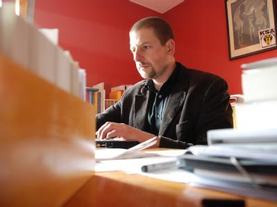 Der rechte Verleger Götz Kubitschek setzt fest auf auf eine größere Plattform für die neue Rechte durch die Sarrazin-Debatte.(Archivbild)