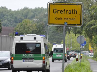 Polizeiwagen während der Suche nach Mirco. Das angebliche Motiv des mutmaßlichen Mörders ist falsch.