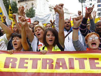 Protest gegen Rentenreform: An den Demos bis zum Mittag nahmen bis zu 450000 Menschen teil.