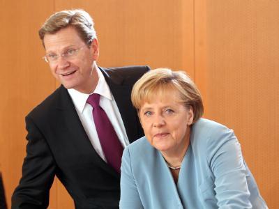 Von jetzt an einig? Bundeskanzlerin Merkel und Außenminister Westerwelle bei der Kabinettssitzung im Bundeskanzleramt.