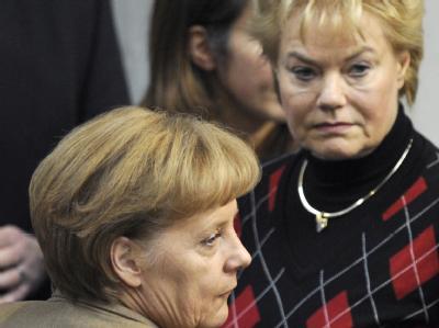 Bundeskanzlerin Angela Merkel und die Präsidentin des Bundes der Vertriebenen, Erika Steinbach (Archiv).