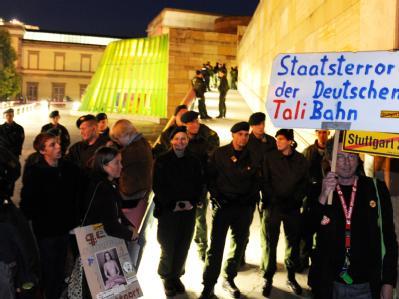 Stuttgart-21-Gegner protestieren