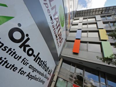 Das Logo des Öko-Instituts in Freiburg. Rainer Grießhammer, Mitgeschäftsführer des Öko-Instituts, erhält den mit insgesamt 500 000 Euro dotierten Deutschen Umweltpreis.