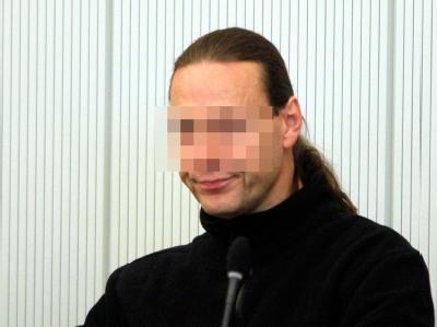 Dem Angeklagten Karl-Heinz B. wird vorgeworfen, einen 42 Jahre alten SEK-Beamten bei einer Polizeiaktion durch einen gezielten Schuss getötet zu haben.