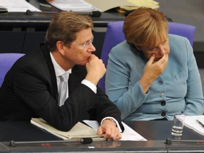 Bundeskanzlerin Angela Merkel (CDU) und Außenminister und Vizekanzler Guido Westerwelle (FDP): Nur 35 Prozent der Wähler würden für die Koalition aus CDU/CSU und FDP stimmen.