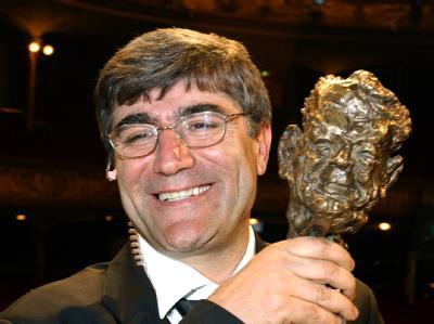 Hrant Dink hält am 12.05.2006 in Hamburg nach der Verleihung den