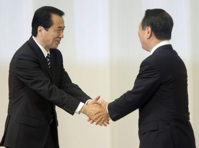 Der japanische Ministerpräsident Naoto Kan (l.) und sein Herausforderer Ichiro Ozawa.