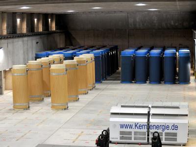 Behälter mit hochradioaktiven Abfällen im atomaren Zwischenlager in Gorleben (Archiv)