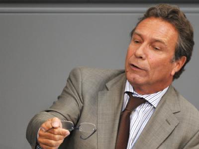 Linke-Chef Klaus Ernst rief zu massivem Widerstand gegen das Mini-Plus bei Hartz IV auf.