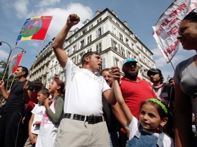 Roma demonstrieren in Paris gegen ihre Ausweisung. (Archivbild)