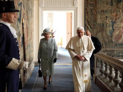 Königin Elizabeth II und Papst Benedikt XVI beim Staatsbesuch.