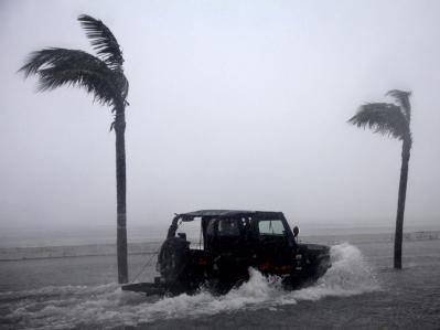 Im Landesinnern verursachte der Wirbelsturm Bergrutsche, Überschwemmungen und machte Landstraßen unpassierbar.