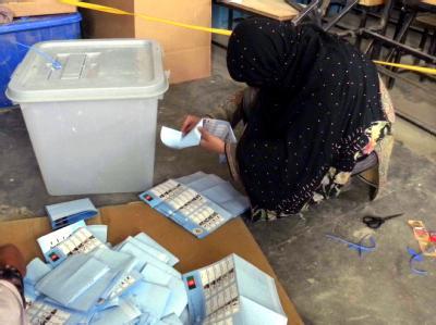 Gefälschte Stimmen oder Mehrfach-Stimmabgaben: Bei der Abstimmung (hier die Auszählung) gab es nach Einschätzung von Beobachtern Wahlbetrug in unterschiedlicher Form.