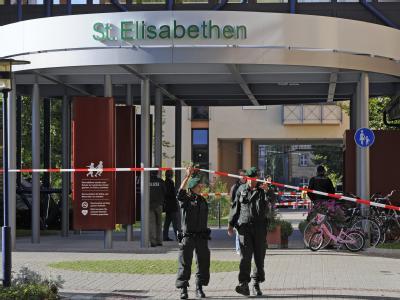 Tatort Polizisten Elisabethen-Krankenhaus in Lörrach. Vier Tote und mehrere Schwerverletzte - das ist die Bilanz einesAmoklaufs einer Frau.