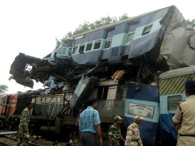 In Indien sind bei einem Zugunglück mindestens 21 Menschen ums Leben gekommen.