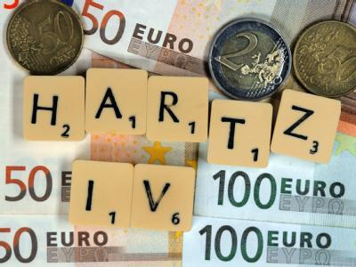 Streitthema Hartz IV: Die SPD warnt davor, eine Erhöhung der Regelsätze durch Kürzungen bei der Arbeitsmarktpolitik auszugleichen.