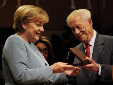 Merkel ausgezeichnet