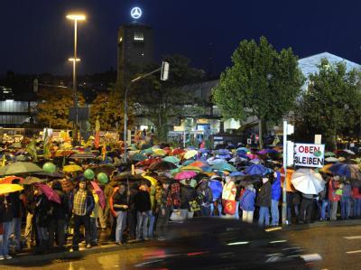 Die Proteste nehmen kein Ende: Erneut gingen Zehntausende gegen das Milliarden-Bahnprojekt Stuttgart 21 auf die Straße.