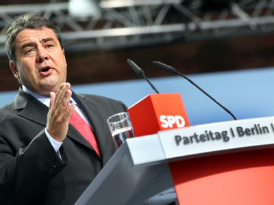 Der Vorsitzende der SPD, Sigmar Gabriel, spricht am Sonntag (26.09.2010) auf dem Parteitag der SPD in Berlin.