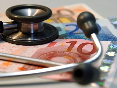 Deutschlands Kassenärzte begrüßen den Plan, das Prinzip der Vorkasse verstärkt auch für gesetzlich Versicherte durchzusetzen.