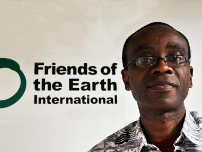Der nigerianische Umweltschützer Nnimmo Bassey erhält einen Preis, weil er die «menschlichen Kosten der Ölförderung aufzeigt».