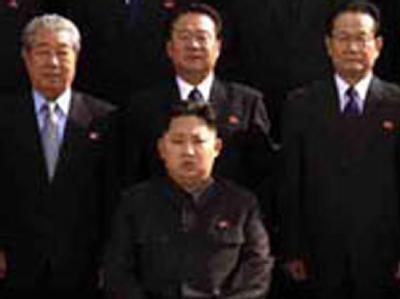 Ein Ausschnitt des von Nordkorea veröffentlichten Fotos mit  Kim Jong Un (vorn sitzend), dem jüngsten Sohn von Militärmachthaber Kim Jong Il.