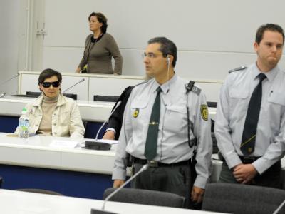 Die Bundesanwaltschaft wirft der 58-jährigen Becker vor, Mittäterin bei der Ermordung von Generalbundesanwalt Siegfried Buback und seinen Begleitern am 7. April 1977 in Karlsruhe gewesen zu sein.