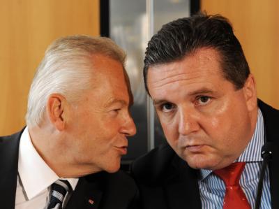 Baden-Württembergs Ministerpräsident Stefan Mappus (CDU/r) und Bahnchef Rüdiger Grube (Archivbild).
