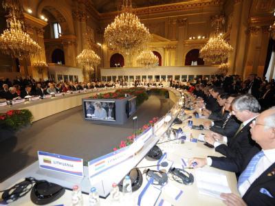 48 Staats- und Regierungschefs aus 46 Staaten Europas und Asiens 8. haben sich beim EU-Asien-Gipfel in Brüssel getroffen.