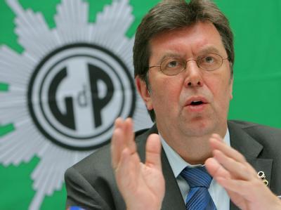 Der Bundesvorsitzende der Gewerkschaft der Polizei (GdP), Konrad Freiberg (Archivbild)