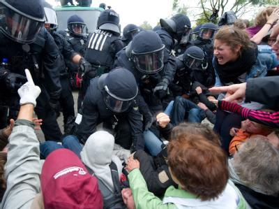 Mappus bedauert Verletzte bei Demonstration