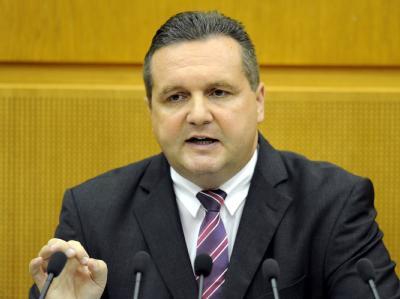 Baden-Württembergs Regierungschef Stefan Mappus (CDU) bei seiner Regierungserklärung am Mittwoch im Stuttgarter Landtag