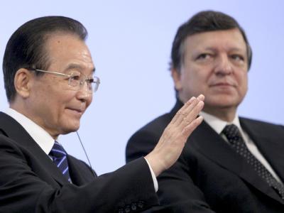 EU-Gipfel mit China: Pekings Regierungschef Wen Jiabao (l) und EU-Kommissionspräsident José Manuel Barroso am Mittwoch in Brüssel