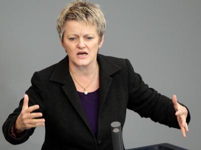 Grünen-Fraktionschefin Renate Künast wirft der Regierung in der Integrationsdebatte das Spiel mit Ängsten vor.