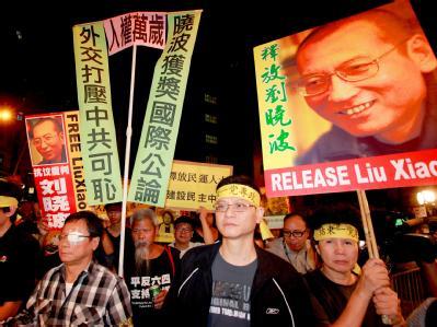 Menschenrechtsaktivisten erinnern in Hongkong an den inhaftierten Friedensnobelpreisträger Liu Xiaobo.
