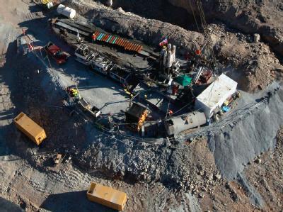 Die Kumpel - 32 Chilenen und ein Bolivianer - sitzen seit dem 5. August in der Mine fest.