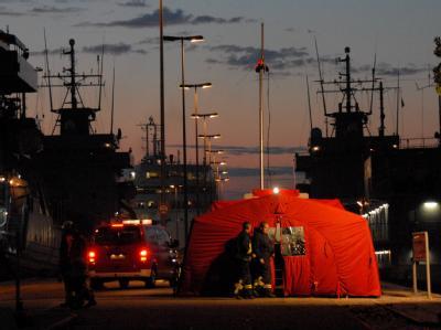 Nach dem Brand einer Fähre vor der Insel Fehmarn werden die Geretteten in Kiel betreut.
