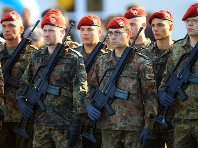 Soldaten der Bundeswehr: Das Kabinett will die Verlängerung von drei Bundeswehreinsätzen in Bosnien-Herzegowina, im Indischen Ozean und im Mittelmeerraum beschließen. (Archivbild)