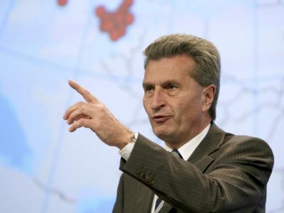 EU-Energiekommissar Günther Oettinger stellt heute eine neue Strategie zur besseren Nutzung von Energie in der Europäischen Union vor. (Archivbild)