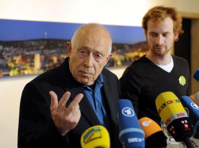 Heiner Geißler (l, daneben Projektgegner Hannes Rockenbauch) fungiert als Vermittler.