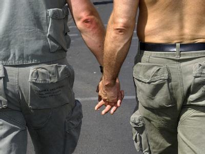 Das Hin und Her um die Aufnahme bekennender Schwuler in die US-Armee nimmt kein Ende.
