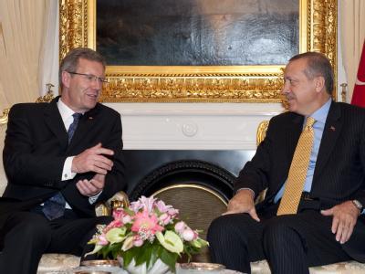 Bundespräsident Wulff und der türkische Ministerpräsident, Recep Tayyip Erdogan, im Gespräch.
