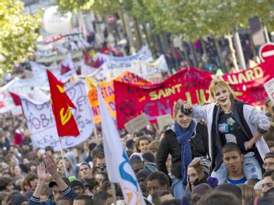 Viele Schüler und Studenten beteiligen sich an den Protesten gegen die angestrebte Rentenreform, wie hier in Paris.