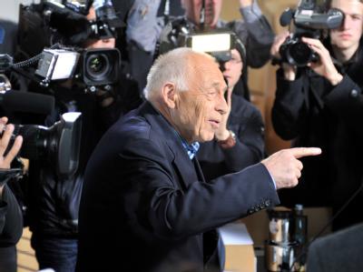 Im Mittelpunkt: Schlichter Heiner Geißler am Freitag im Stuttgarter Rathaus