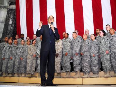 US-Präsident Obama spricht im April 2009 bei seinem Besuch des US-Stützpunkts Camp Victory im Irak zu Soldaten. Die Wikileaks-Dokumente könnten die Irak-Pläne von Obama durcheinanderbringen.