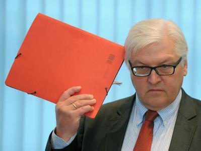 Nach zweimonatiger Auszeit kehrt der SPD-Fraktionsvorsitzende Frank-Walter Steinmeier am Montag (25.10.2010) in die Politik zurück.