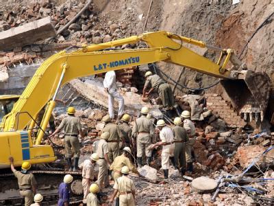 Dutzende Tote bei Hauseinsturz in Neu Delhi