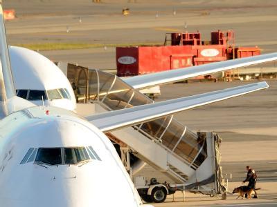 Weltweit wurden die Sicherheitsmaßnahmen für Luftfrachtsendungen verschärft. In Deutschland soll vorerst keine Luftfracht aus dem südarabischen Land mehr ankommen.
