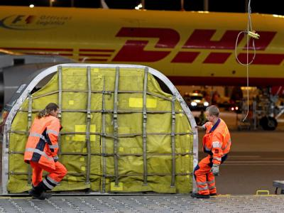 Ein Luftfrachtcontainer auf dem Flughafen Leipzig/Halle. (Archiv- und Symbolbild)