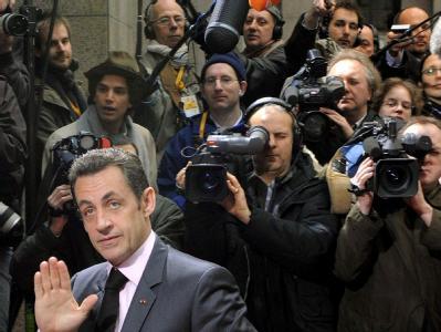 Frankreichs Präsident Nicolas Sarkozy und Journalisten bei einem EU-Gipfel im März 2008